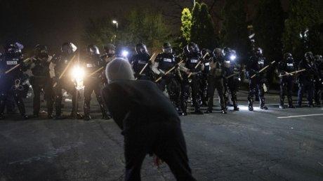 Второй день беспорядков в Миннесоте из-за убийства полицейским чернокожего при задержании