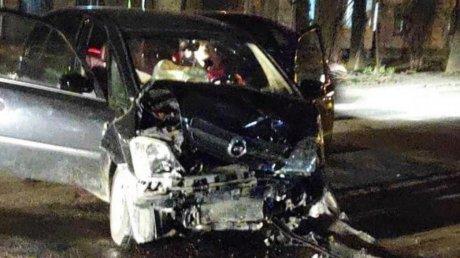 Аварии в Кишинёве: на Рышкановке столкнулись две легковушки, на Телецентре сбили пешехода