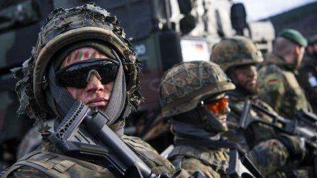 НАТО завершает многонациональную миссию в Афганистане и выводит войска из страны