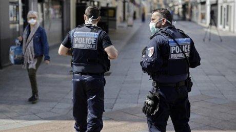 Стрельба в Париже: неизвестный открыл огонь по людям у больницы (ВИДЕО)