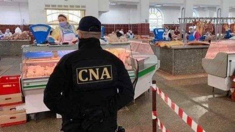 На Центральном рынке за взятки разрешали продавать мясо с душком. За коррупцию задержаны пять человек