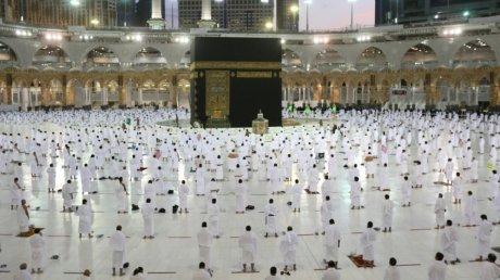 Рамадан в условиях пандемии: на хадж в Мекку пустят только привившихся и недавно переболевших COVID-19