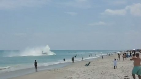 Паника на пляже во Флориде: на глазах отдыхающих совершил посадку самолет времен Второй мировой войны
