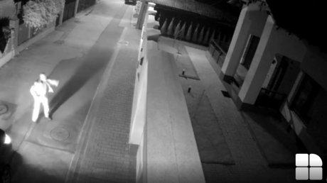 Камера видеонаблюдения засняла неизвестного мужчину и момент взрыва на Буюканах (ВИДЕО)