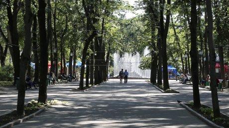 В столичном парке появилась мемориальная доска в честь Юрия Гагарина. В городе обещают установить бюст первого космонавта