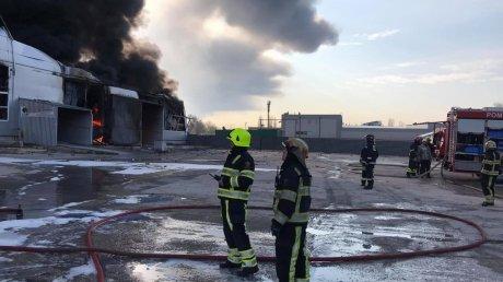 Пожар на складе с краской в столице: огонь был локализован через полтора часа (ВИДЕО)