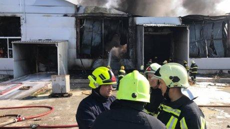 Пожар на складе с краской: огонь был локализован через полтора часа (ВИДЕО)