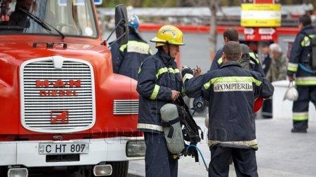 Пожар в Сороках: возгорание произошло в квартире многоэтажки на восьмом этаже (ВИДЕО)