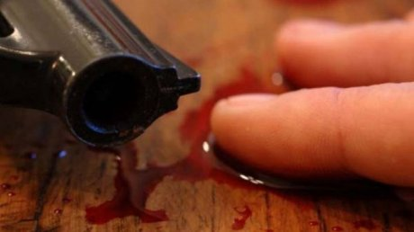 В селе Мерешены мужчина застрелился после распития спиртного с приятелями