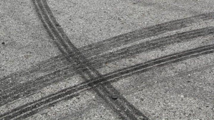 В Бендерах мужчина с младенцем на руках бросался под колёса машин
