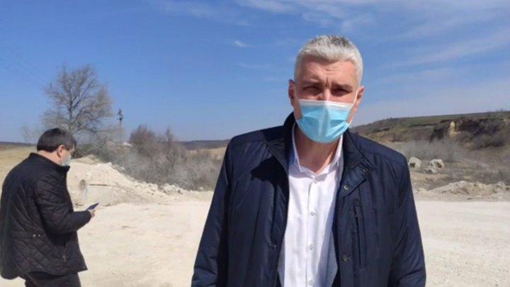Два депутата пытались остановить грузовики с карьера в Микэуцах (ВИДЕО)