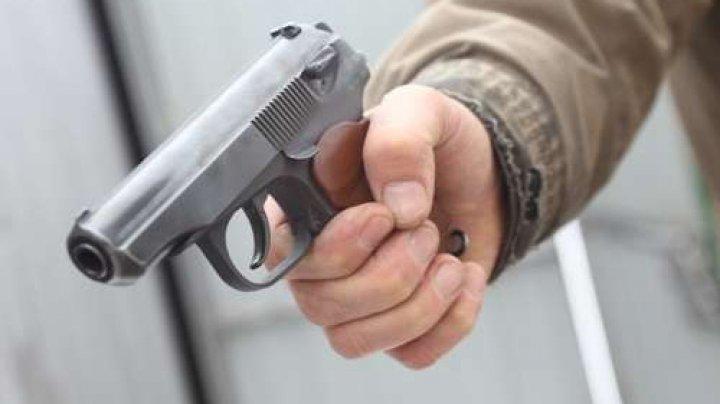 """Житель Кишинёва пришёл в аптеку с пистолетом: """"Это игрушка, не верите?"""""""