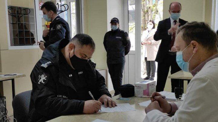 Дан старт вакцинации сотрудников правоохранительных органов (ФОТО)
