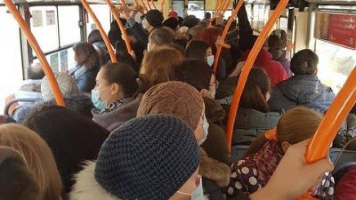 ЧП ничего не изменило: общественный транспорт в Кишинёве переполнен, пассажиры снимают маски