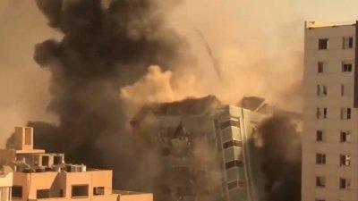 Израиль ударил по зданию с офисами международных СМИ в Газе: момент обрушения (ВИДЕО)