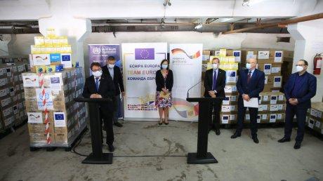 Новая помощь для борьбы с коронавирусом: в Молдову прибыла партия защитного снаряжения