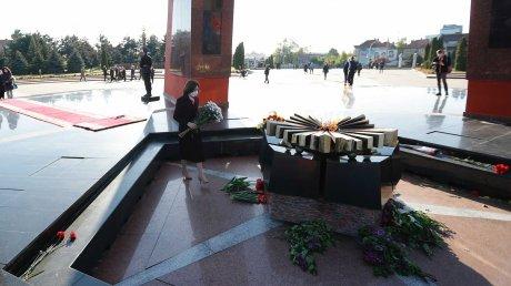 """Президент Майя Санду возложила цветы на мемориале """"Вечность"""""""