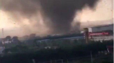 Разрушительный торнадо убил шесть человек в китайском Ухане