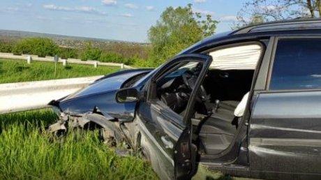 ДТП на выезде из Кишинёва: автомобиль врезался в ограждение дороги (ВИДЕО)