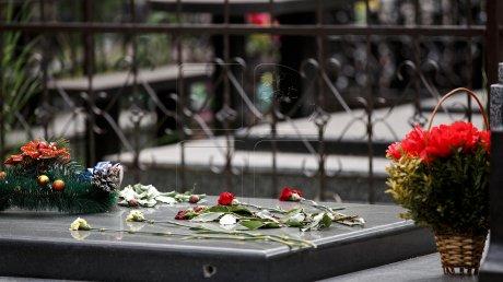 На Центральном кладбище столицы почтили память ушедших деятелей культуры