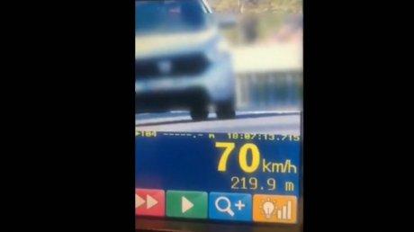 Пересевшая с троллейбуса на легковушку женщина-водитель закатила скандал патрульным