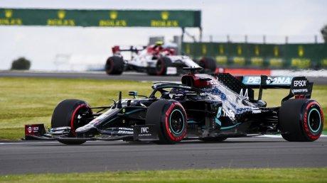 """Новый этап """"Формулы-1"""" подарил ещё одну дуэль между Льюисом Хэмилтоном и Максом Ферстаппеном"""