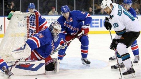 НХЛ: хоккеисты подрались на первой же секунде матча