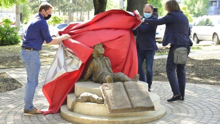 В Кишинёве открыли сквер и памятник Гугуцэ