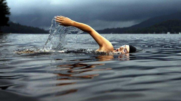 Открыли купальный сезон: в Вадул-луй-Водэ заметили первых пловцов на Днестре