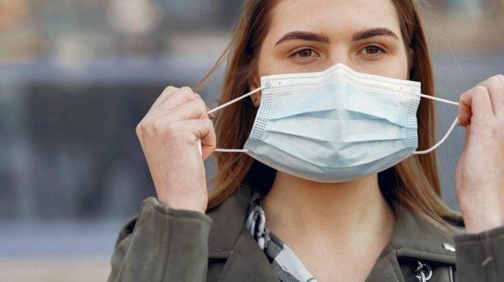 Вакцинированным американцам разрешили не носить маски и не соблюдать социальную дистанцию