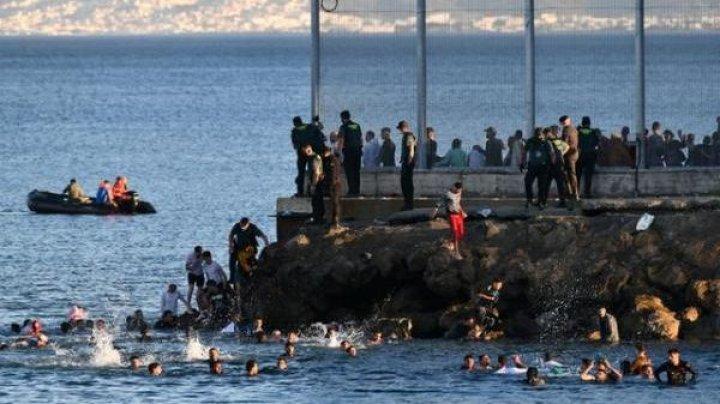 Рекордный наплыв мигрантов в испанском эксклаве Сеута: за два дня прибыли почти 6000 человек