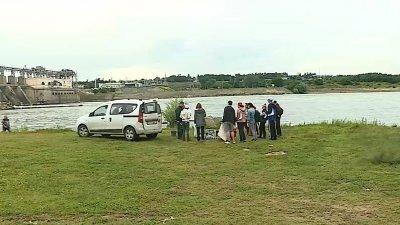 Провели время с пользой: десятки кишиневцев провели целый день за уборкой берега Днестра
