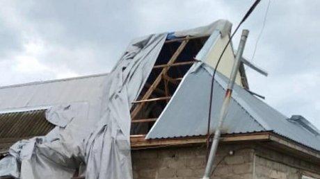 Ураган в Дрокиевском районе: сильный ветер сорвал крыши с 10 домов и повредил кровли трех складских помещений