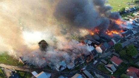 Сгорели десятки домов: в Польше произошёл крупнейший за 30 лет пожар