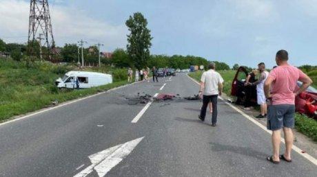 Микроавтобус из Молдовы попал в аварию в Румынии: есть жертвы (ФОТО)