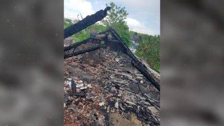 Плёнка вместо крыши над головой: семья из Криулянского района мечтает восстановить свой дом после пожара