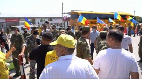Представители Альянса за объединение румын развернули палатки на КПП Варница и отсались там ночевать