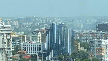 В столице загорелась новостройка: на месте работают шесть пожарных экипажей (ВИДЕО)