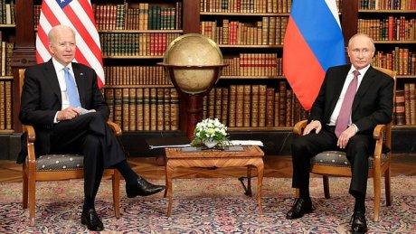 Встреча Джо Байдена и Владимира Путина в Женеве: поговорили, обменялись подарками, провели отдельные пресс-конференции