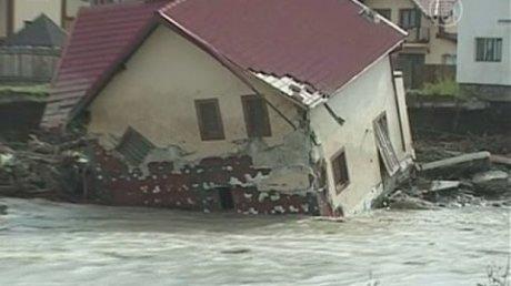 Потоп в Румынии: в Галац под воду ушли улицы, хозяйства и парковки