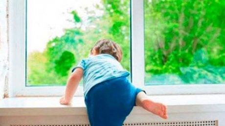 В Бендерах двухлетний малыш попал в реанимацию после падения с третьего этажа