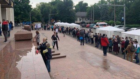 Быстрый старт: к 9 часам утра прививки во Дворце республики получили более 1700 человек