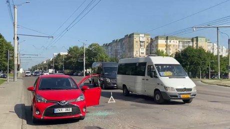 Не вовремя открыл дверь: утреннее ДТП с троллейбусом и легковушкой на Буюканах (ВИДЕО)