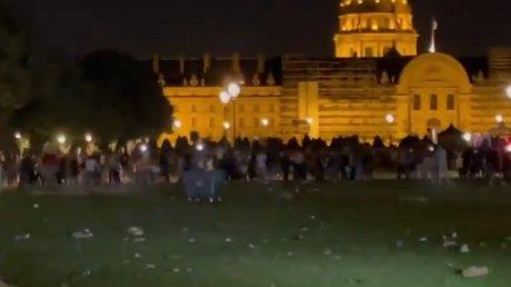 В Париже со слезоточивым газом разогнали масштабную уличную вечеринку (ВИДЕО)