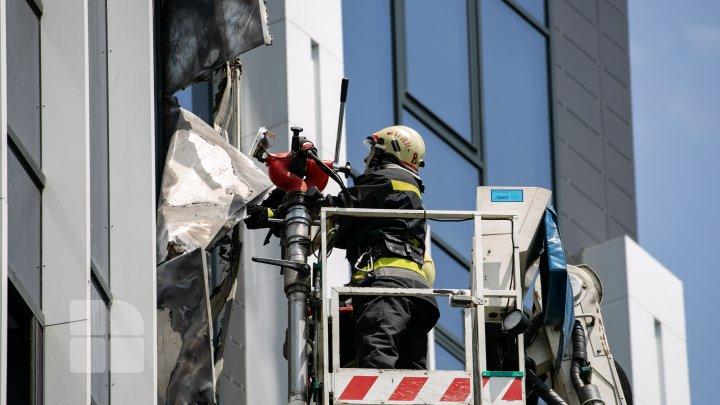 В столице загорелась новостройка (ФОТОРЕПОРТАЖ)