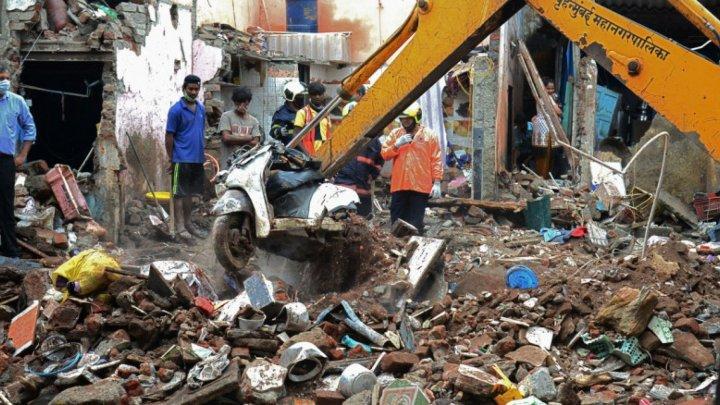 Из-за проливных дождей в индийском городе Мумбаи рухнул трехэтажный дом