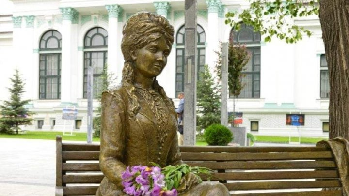 В столичном сквере Михая Эминеску открыли скульптуру Вероники Микле