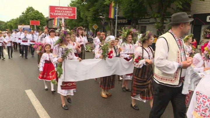 В Оргееве ярким парадом отметили День национального костюма