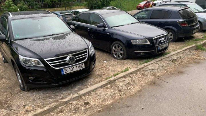 В столице порезали шины оставленных на парковке автомобилей
