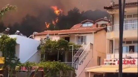 """Работающий в Турции гид о ситуации с пожарами на одном из курортов: """"Трудно дышать, не видно неба и солнца"""""""